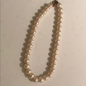 Jewelry - Pink pearl necklace